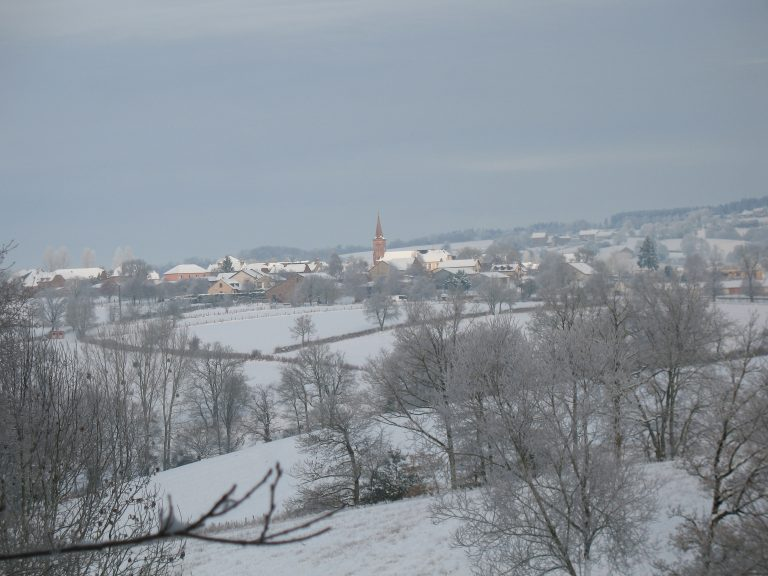 Hameau Le Bourg sous la neige