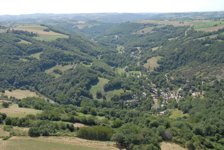 Vue aérienne du hameau Belcastel
